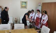 Лазарки поздравиха кметската администрация в Омуртаг