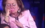 Дама в розово задряма в ложата на финала