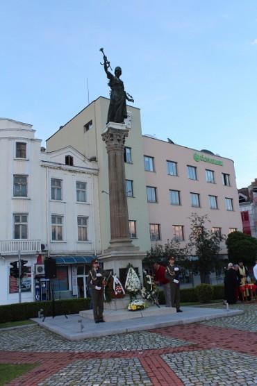 Севлиево почете 140 години от Априлското въстание със  заря – проверка