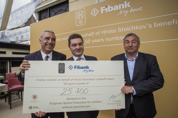 Fibank и Христо Стоичков дариха 25 700 лв. за деца, лишени от родителски грижи от Българската Спортна Федерация