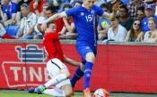 Исландия се препъна в съперник от неговата черга