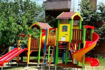 Нова детска площадка зарадва децата в Севлиево