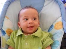 Издирват родителите на изоставено 7-месечно момченце