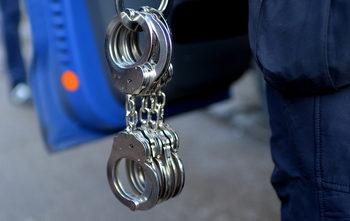 Полицаи са задържани при специализирана операция край Сливница