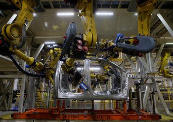 Китайските компании купуват повече роботи