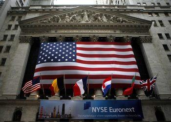 Инвеститори в САЩ държат повече пари в брой