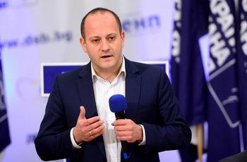 Радан Кънев: Нашата задача е да отрежем свинската опашка на властта