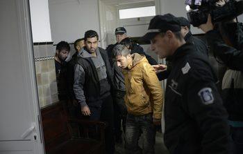 Прокуратурата проверява полицейско насилие срещу двама мигранти
