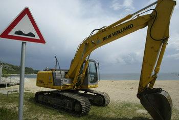 Багери унищожават пясъчните дюни край Лозенец