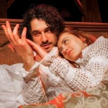 """""""Влюбеният Шекспир"""" радва варненци на театрална сцена"""