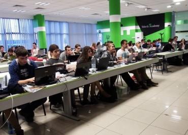 """Стартира онлайн обучение за програмисти на """"Академията на Телерик"""""""