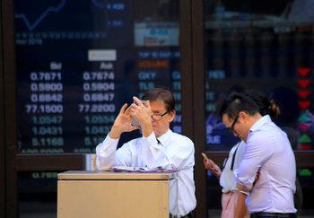 Инвеститорите бягат от златото и се насочват към акциите