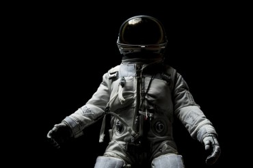 НАСА праща астронавти на Луната