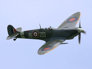 100-годишен британски летец се завърна на поста си