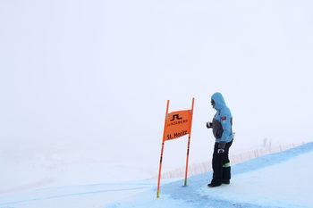 Спускането за мъже от световното по ски беше отменено