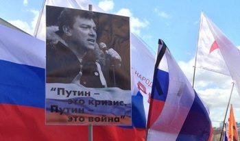 """С лозунги """"Долу властта на чекистите!"""" в Русия почетоха паметта на Борис Немцов"""