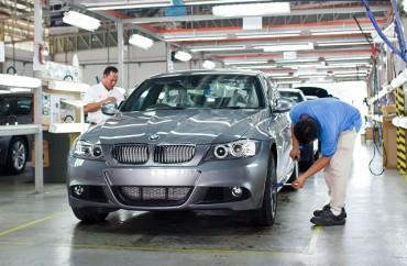 Пияни работници вилняха в завод нa BMW