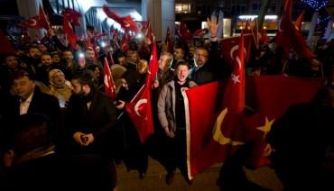 Напрежението между Холандия и Турция расте с пълна сила (Видео)