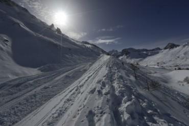 Лавина зарина хора в Алпите