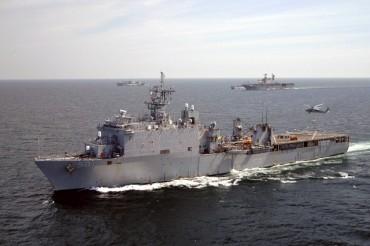 Американски десантен кораб в Черно море (ВИДЕО)