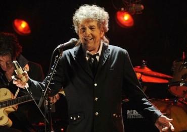 """Боб Дилън все пак ще си вземе """"Нобел""""-а (ВИДЕО)"""