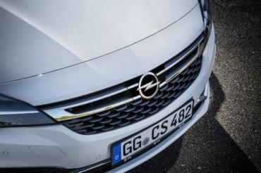 Opel Astra с адаптивен круз-контрол и за версиите с механична предавателна кутия