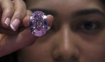 Най-големият кристално чист розов диамант отива на търг
