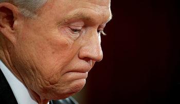 Мнистърът на правосъдието на САЩ е премълчал срещи с руския посланик