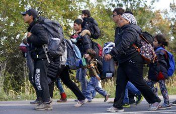 Съдът в Страсбург: Унгария незаконно е задържала мигранти на границата