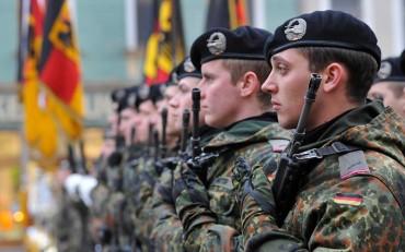 В германската армия: Heil Hitler!