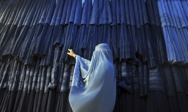 Свалят жена от самолет заради хиджаб (ВИДЕО)