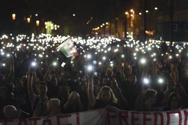 Студенти на бунт заради университет на Сорос (СНИМКИ)