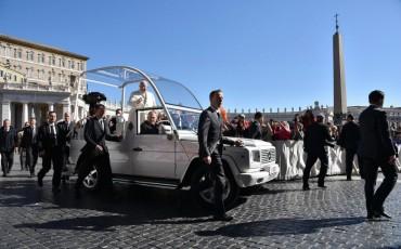 Папата: Бежанските центрове са като концлагери