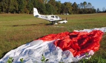 Вятър отвя парашутист зад граница