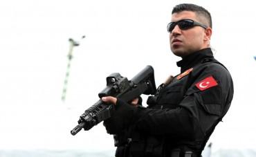 Падат глави в турската полиция! Хиляди са отстранени
