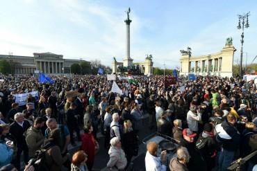 Хиляди унгарци излязоха на протест