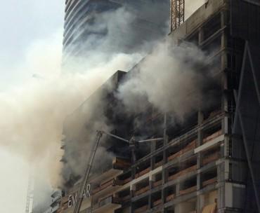Пожар пламна до най-големия мол в света