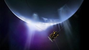 В опасна близост до Сатурн (ВИДЕО)