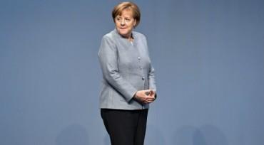 Меркел: НАТО да запази диалога с Русия