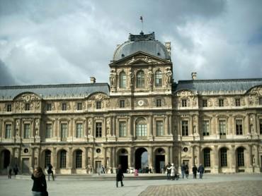 Евакуация в Лувъра