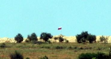 Сирийски кюрди издигнаха руския флаг