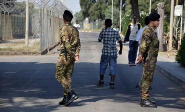 Мафията пусна пипала и в бежански център