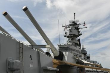 Напрежение! US боен кораб премина до китайски остров