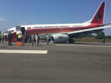 """Боинг 737"" кацна зрелищно по корем (СНИМКИ)"