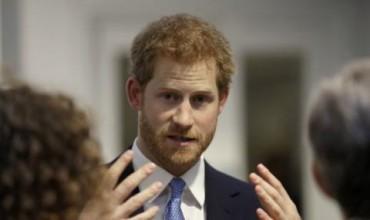 Принц Хари разтърси монархията