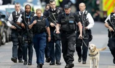 Тежковъоръжени полицаи за концерта на Ариана Гранде