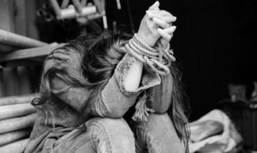 Отвлечена тийнейджърка беше превърната в секс робиня
