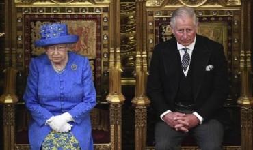 Кралицата: Приоритетът на правителството е успешен Брекзит (СНИМКИ)