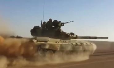 Т-90 преследва джихадисти в пустинята (ВИДЕО)