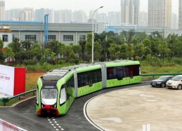 Китай пусна нов автобус, движещ се по виртуални линии (видео)
